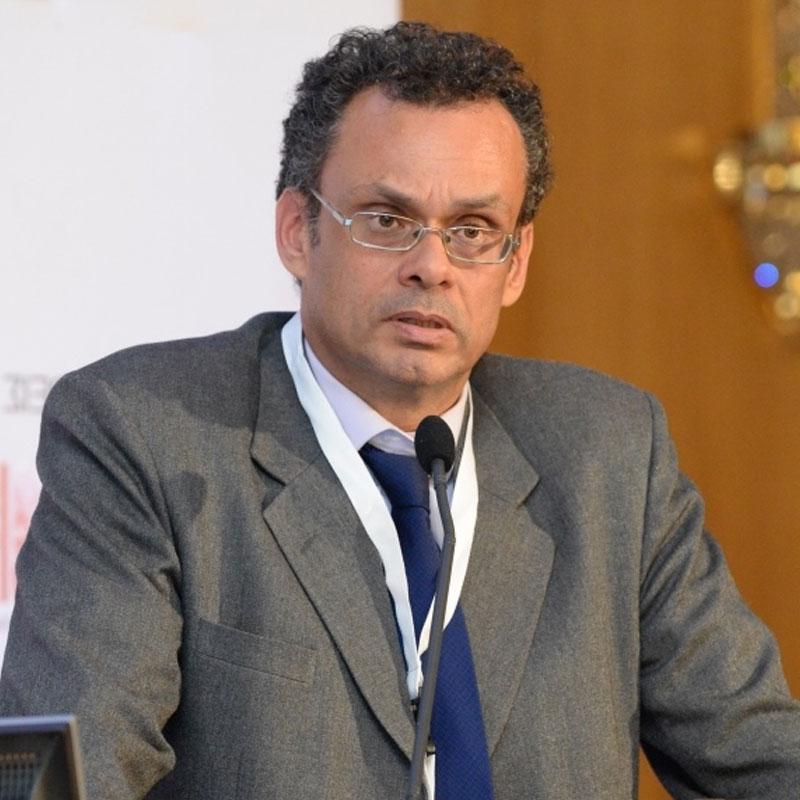 Ο Ξενοφών Κοντιάδης είναι Καθηγητής στο Πάντειο Πανεπιστήμιο.