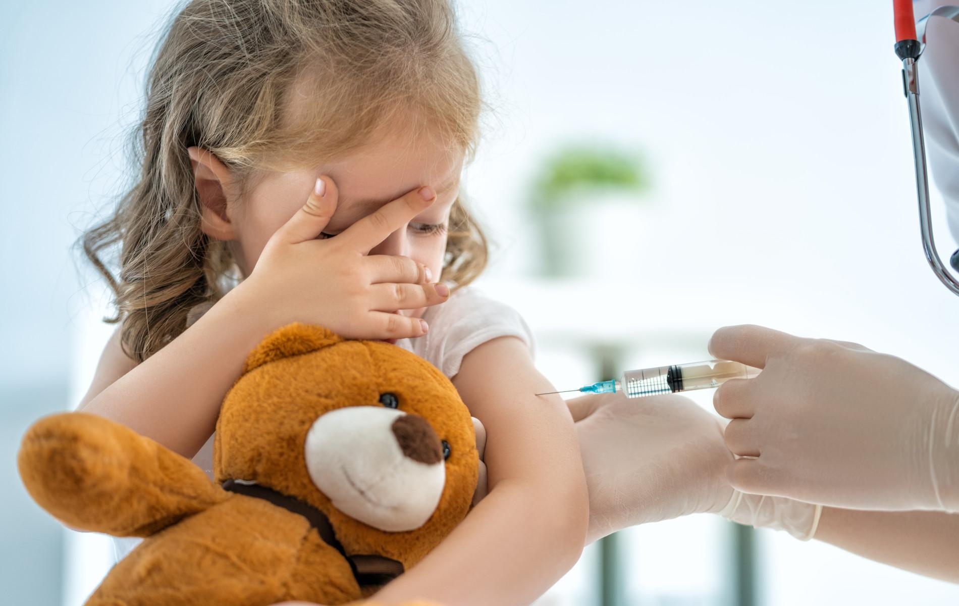 Είναι υποχρεωτικός ο εμβολιασμός, ώστε να μην κινδυνεύει η δημόσια υγεία; |  Syntagma Watch
