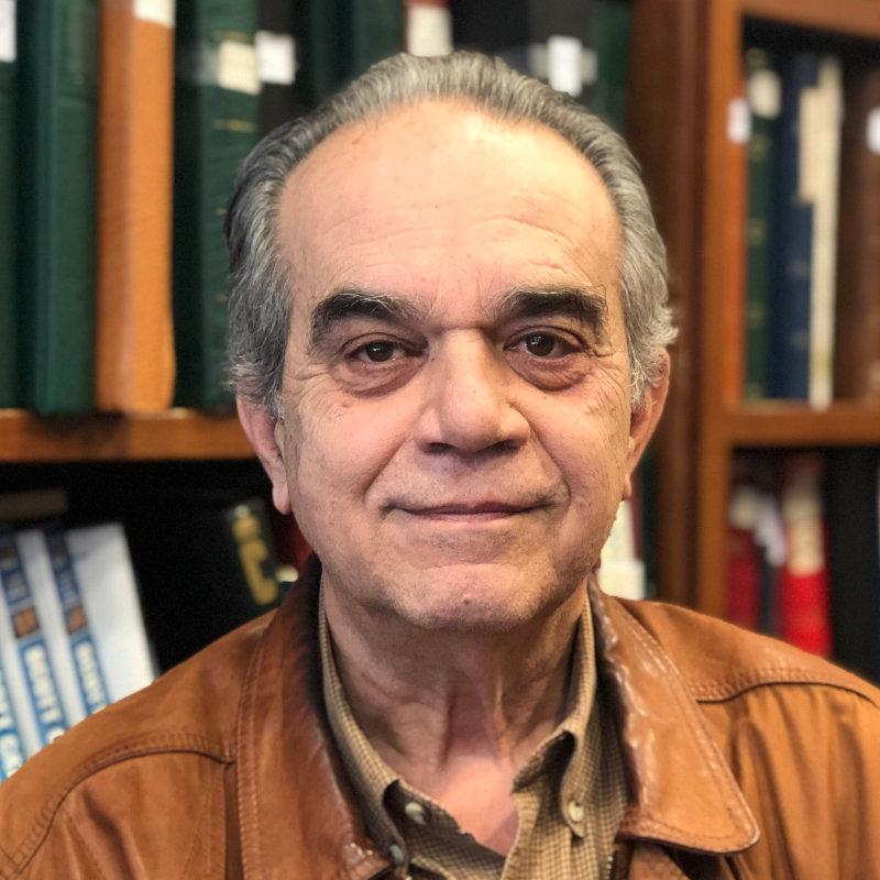 Ο Ξενοφών Γιαταγάνας είναι δικηγόρος, Διδάκτωρ Νομικής του Πανεπιστημίου Αθηνών.