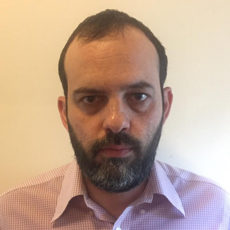 Ο Γιώργος Καραβοκύρης είναι Επίκουρος Καθηγητής Συνταγματικού Δικαίου στη Νομική Σχολή του Αριστοτελείου Πανεπιστημίου Θεσσαλονίκης.