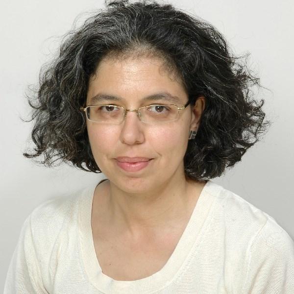 Η Λίλιαν Μήτρου είναι καθηγήτρια στο Πανεπιστήμιο Αιγαίου.