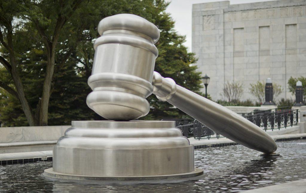 Η καταστρατήγηση του Συντάγματος από την ενδεχόμενη επιλογή της ηγεσίας των δικαστηρίων από την παρούσα κυβέρνηση θεμελιώνεται στο γεγονός ότι ήδη η χώρα τελεί σε μια οιονεί προεκλογική περίοδο.