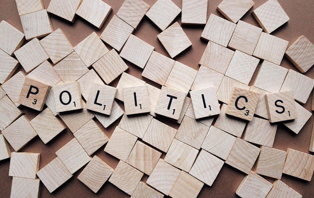 Στις εκλογές του Μαΐου 2019 ορθώς στιγματίζεται η χαμηλή του ποιότητα του πολιτικού λόγου, φαινόμενο που σχετίζεται και με τα πρόσωπα που επιλέγουμε.
