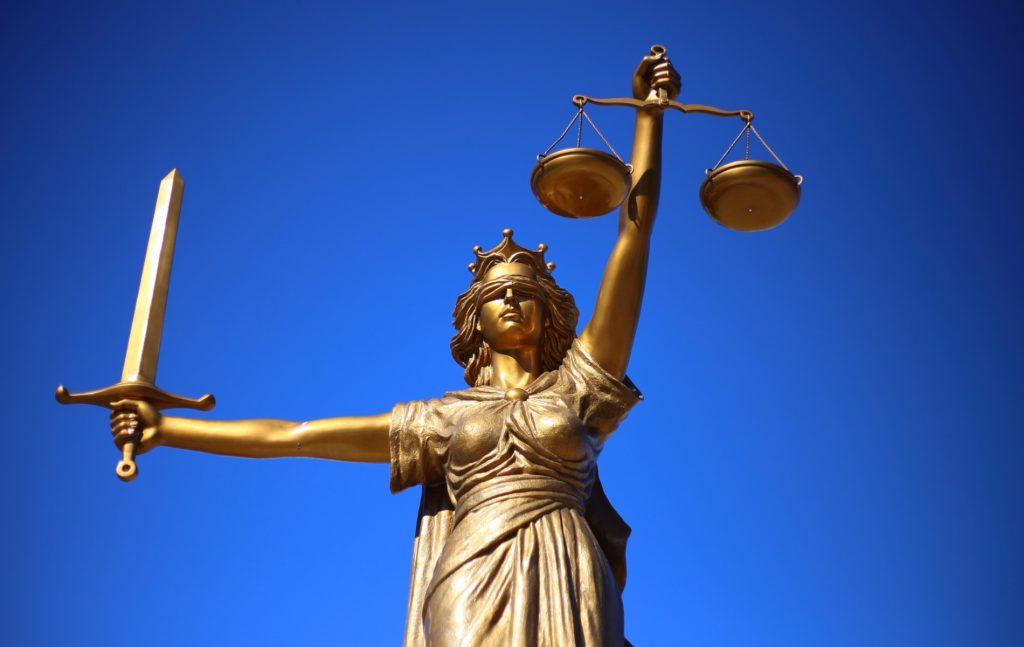 Μεταξύ των απονεμόμενων από το Σύνταγμα αρμοδιοτήτων στην Κυβέρνηση είναι και η κατά το άρθρο 90 παρ. 5 Συντ. προαγωγή των Προέδρων και των Αντιπροέδρων των ανώτατων δικαστηρίων, καθώς και του εισαγγελέα του Αρείου Πάγου και του Γενικού Επιτρόπου της Επικρατείας, η οποία ολοκληρώνεται με την έκδοση του σχετικού προεδρικού διατάγματος.