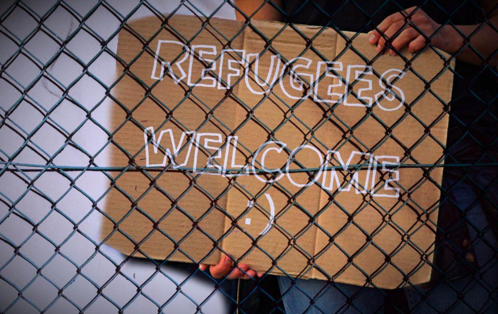 Με στόχο την αποσυμφόρηση των νησιών και την επιτάχυνση των διαδικασιών ασύλου, η Κυβέρνηση πρόσφατα εξήγγειλε την κατάργηση του δεύτερου βαθμού εξέτασης των αιτήσεων ασύλου από τις Ανεξάρτητες Επιτροπές Προσφυγών.
