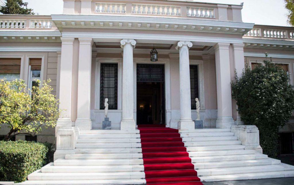 Το ισχύον άρθρο 32 παρ. 4 του Συντάγματος προβλέπει ως ultima ratio την εκλογή του Προέδρου της Δημοκρατίας ακόμη και με σχετική πλειοψηφία, κατώτερη των 151 βουλευτών, στην τρίτη και τελευταία ψηφοφορία στη δεύτερη φάση της προεδρικής εκλογής.