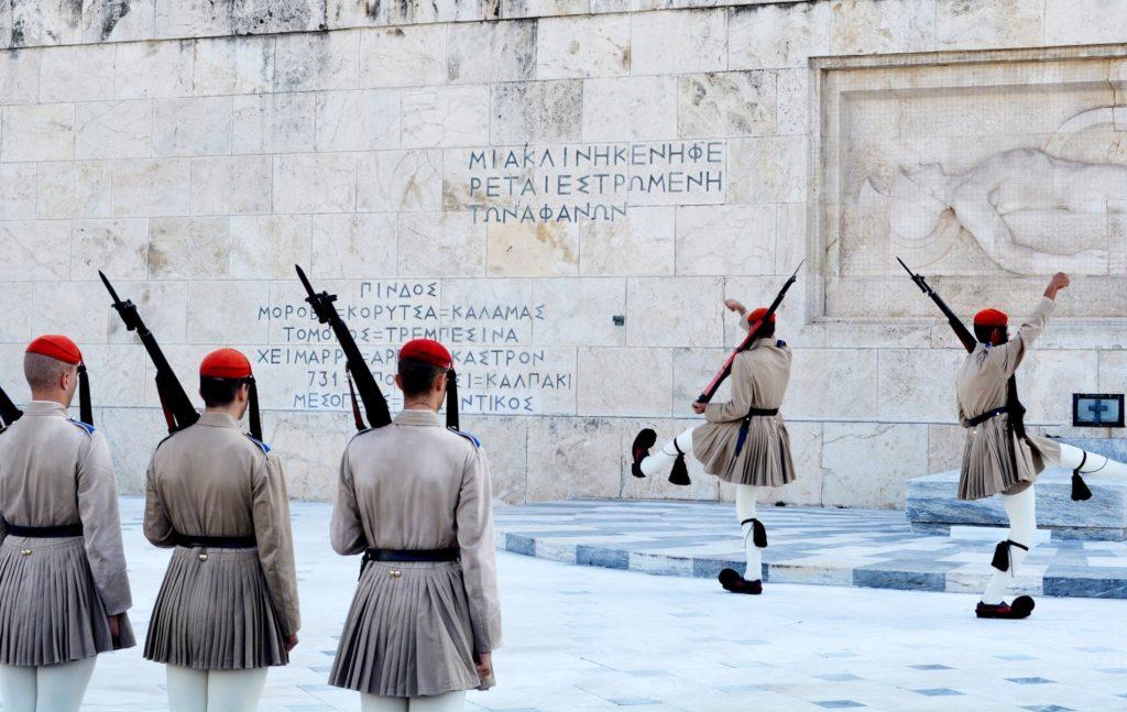 Υπήρξε σύγκλιση απόψεων ως προς την ανάγκη να δοθεί η δυνατότητα στον κοινό νομοθέτη να καθιερώσει ειδικές διατάξεις για την ψήφο των Ελλήνων του εξωτερικού, κατ' απόκλιση των γενικών διατάξεων για την ψήφο όσων διαμένουν στη χώρα.