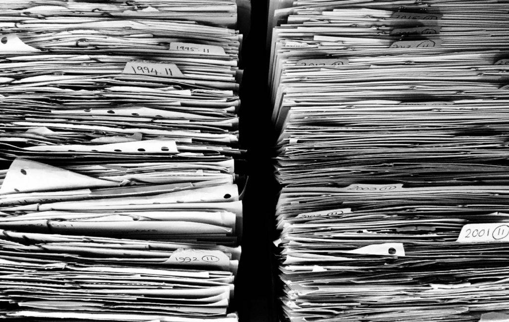 Η πρόσβαση στα διοικητικά έγγραφα είναι από τα πιο ουσιώδη δικαιώματα του πολίτη στην πράξη και ρυθμίζεται από το 1999 στο άρθρο 5 του Κώδικα Διοικητική Διαδικασίας (ν. 2690/1999).