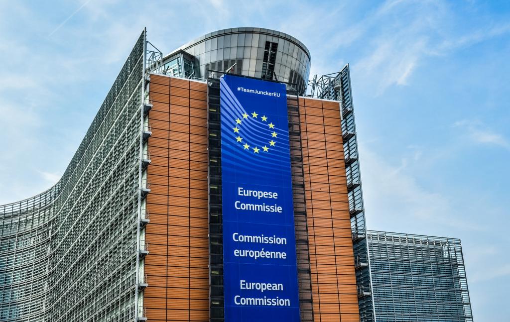 Ο Παναγιώτης Ιωακειμίδης, Ομότιμος Καθηγητής Ευρωπαϊκής Πολιτικής και Ευρωπαϊκής Ενοποίησης στο τμήμα Πολιτικής Επιστήμης και Δημόσιας Διοίκησης του Πανεπιστημίου Αθηνών, αναλύει τις μέχρι τώρα αντιδράσεις και πρωτοβουλίες των θεσμών της Ευρωπαϊκής Ένωσης απέναντι στην κρίση που δημιούργησε η πανδημία του κορωνοϊού.