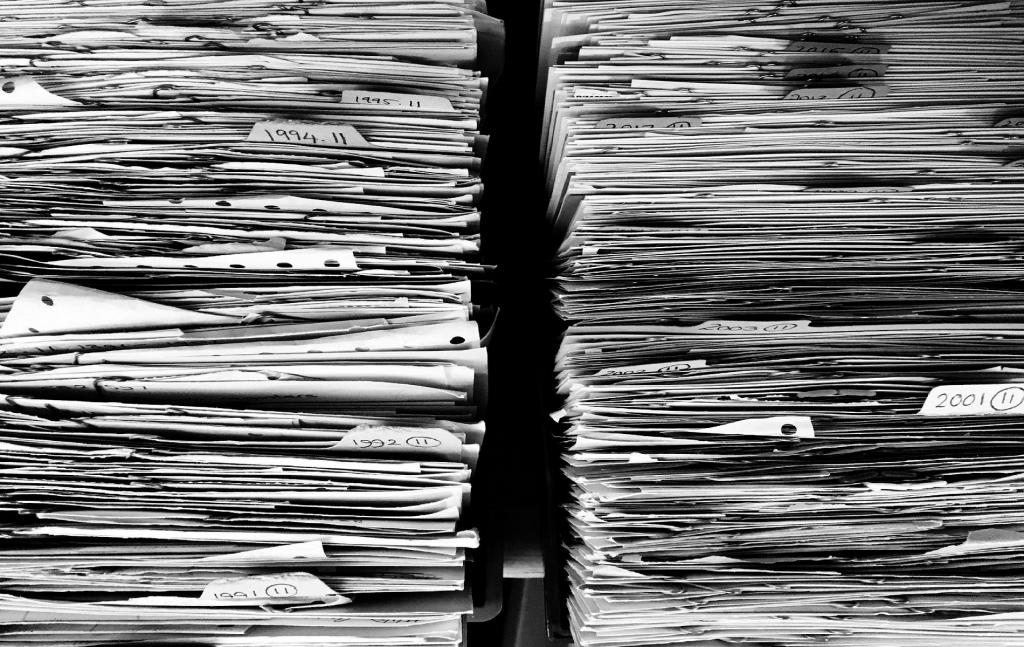 Η Πράξη Νομοθετικού Περιεχομένου (ΠΝΠ) μπορεί να έχει περιεχόμενο που ρυθμίζεται από τυπικό νόμο με την προϋπόθεση ότι το ρυθμιστικό της πεδίο αφορά έκτακτες περιπτώσεις εξαιρετικά επείγουσας και απρόβλεπτης ανάγκης. Ως ιδιότυπος τυπικός νόμος δεν μπορεί να έχει αναδρομική ισχύ για τις περιπτώσεις που απαγορεύεται από το Σύνταγμα ή την ΕΣΔΑ η αναδρομικότητα του νόμου.