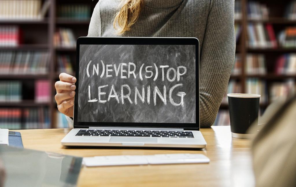 Η παροχή εκπαιδεύσεως μέσω σύγχρονης τηλεκπαιδεύσεως είναι μια επιλογή που υπό προϋποθέσεις λήψεως τεχνικών και οργανωτικών μέτρων ασφαλείας για την προστασία των δεδομένων των μαθητών και εκπαιδευτικών μπορεί να φέρει σε πρακτική αρμονία τα αγαθά της εκπαιδεύσεως, της προστασίας της δημόσιας υγείας και των προσωπικών δεδομένων.