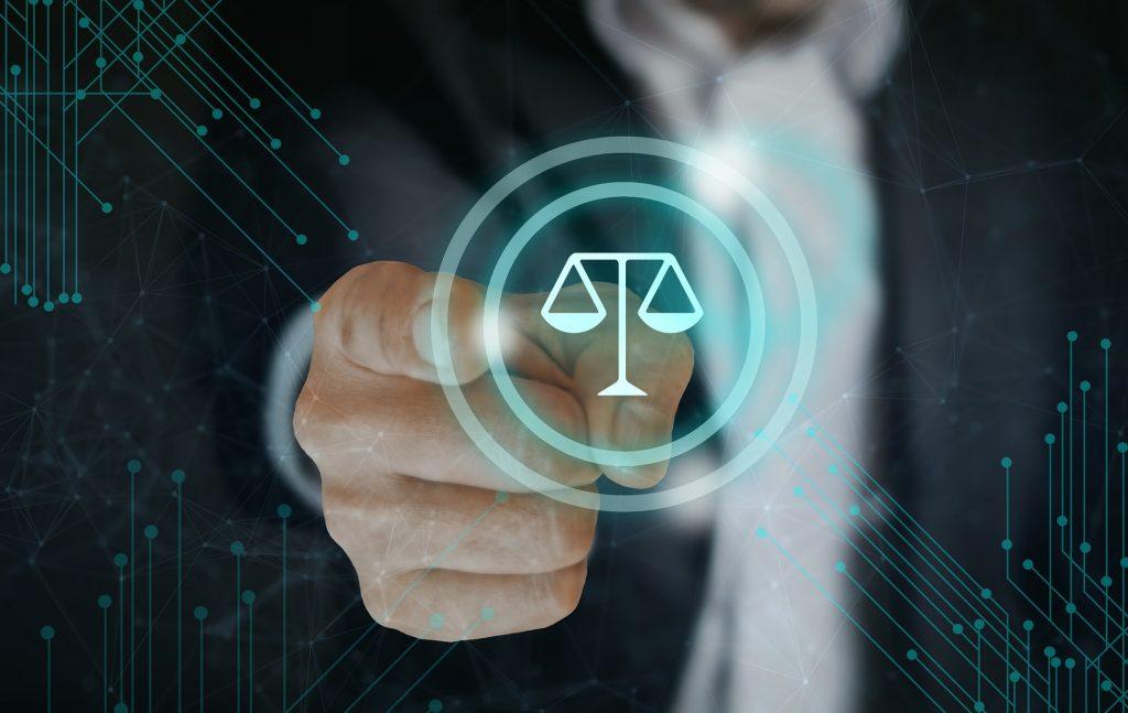 Στην ελληνική έννομη τάξη ο τυπικός νόμος από την έναρξη της ισχύος του ισχύει και εφαρμόζεται υποχρεωτικά από όλα τα κρατικά όργανα και τους πολίτες.