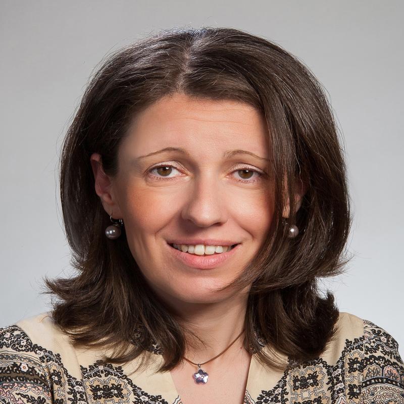 Η Αικατερίνα Παπανικολάου είναι δικηγόρος, διδάκτωρ Δημοσίου Δικαίου (Panthéon-Assas, Paris II). Μετέχει ως μέλος στην Ολομέλεια της ανεξάρτητης Αρχής Διασφάλισης Απορρήτου των Επικοινωνιών, ενώ διδάσκει Δημόσιο Δίκαιο στο Ελληνικό Ανοιχτό Πανεπιστήμιο και στο Εθνικό Κέντρο Δημόσιας Διοίκησης και Αυτοδιοίκησης.