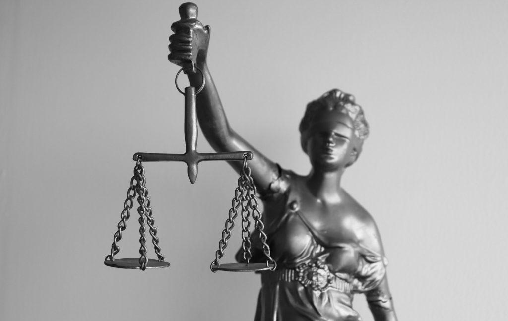 Η θεσμική αναβάθμιση της απονομής της δικαιοσύνης δεν μπορεί να βασίζεται μόνο σε μέτρα που αφορούν στο δικαστικό σώμα ή στην εύρυθμη λειτουργία των δικαστηρίων, αλλά πρέπει να λαμβάνεται πάντοτε σοβαρά υπόψη η θέση του δικηγορικού λειτουργήματος ως εγγύησης άρτιας εκπλήρωσης του σκοπού της δίκης εντός του κράτους δικαίου.