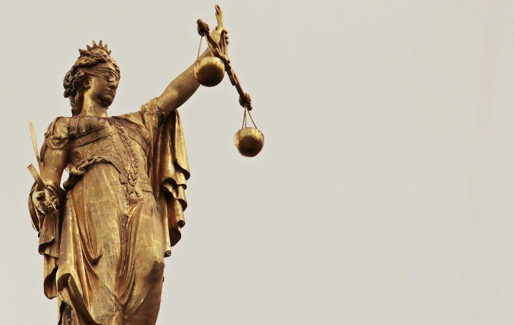 Στο ειδικό αφιέρωμα για τη σημασία της δίκης της Χρυσής Αυγής τοποθετούνται η κα Μαρία Γαβουνέλη (Καθηγήτρια Νομικής ΕΚΠΑ & Πρόεδρος της Εθνικής Επιτροπής για τα Δικαιώματα του Ανθρώπου), ο κ. Ξενοφών Κοντιάδης (Καθηγητής Συνταγματικού Δικαίου & Πρόεδρος του Ιδρύματος Τσάτσου) και ο κ. Κώστας Μποτόπουλος (Συνταγματολόγος, Δικηγόρος).