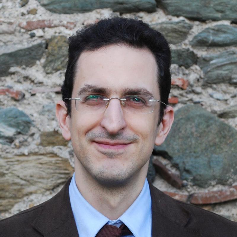 Ο Χαράλαμπος Κουρουνδής είναι Διδάκτορας Νομικής ΑΠΘ, Μεταδιδακτορικός ερευνητής και ΣΕΠ ΕΑΠ