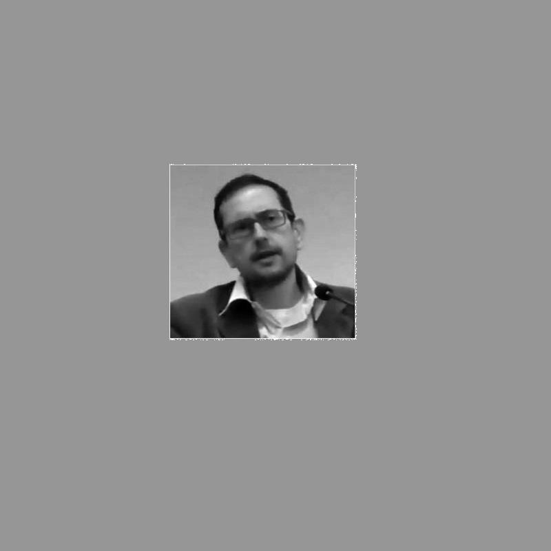 Ο Νίκος Ι. Παπασπύρου είναι Επίκουρος Καθηγητής Δημοσίου Δικαίου στη Νομική Σχολή Αθηνών. Απόφοιτος της Νομικής Σχολής Αθηνών, έλαβε μεταπτυχιακούς τίτλους στην Οξφόρδη (ευρωπαϊκό και συγκριτικό δίκαιο) και το Χάρβαρντ (δημόσιο δίκαιο) και ανακηρύχθηκε διδάκτωρ νομικών επιστημών στη Νομική Σχολή του Πανεπιστημίου Χάρβαρντ το 2000, όπου και διετέλεσε fellow στο Center for Ethics and the Professions.