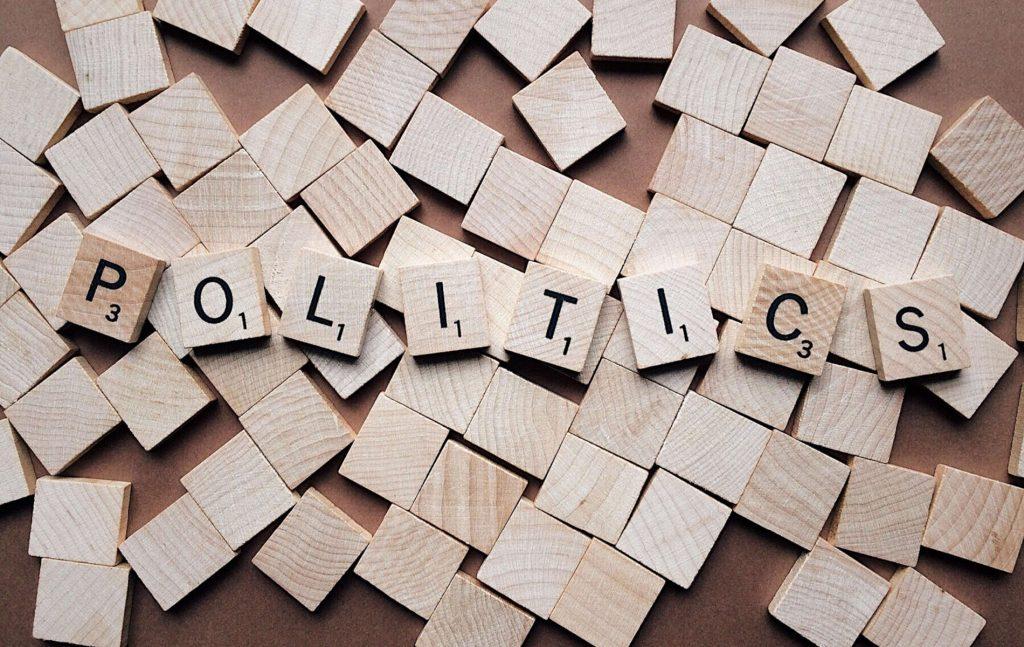 Ήρθε η ώρα να προβλεφθεί στην ελληνική εκλογική νομοθεσία η δυνατότητα εκλογικής απαγόρευσης των αντιδημοκρατικών κομμάτων, με βάση μια στενή έστω έννοια του «αντιδημοκρατικού κόμματος»: χρήση βίας ή συνηγορία υπέρ της βίας ως μεθόδου πολιτικής δράσης, επιδίωξη μεταβολής των νομοθετικών και συνταγματικών θεμελίων της δημοκρατικής μορφής του κράτους, καταδίκη των υποψηφίων του για συμμετοχή σε εγκληματική ή τρομοκρατική οργάνωση ή για εγκλήματα κατά του δημοκρατικού πολιτεύματος.