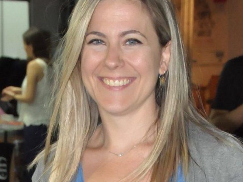 Η Μαίρη Πίζγα στον εκδοτικό χώρο έχει εργαστεί ως επιμελήτρια και διορθώτρια κειμένων, και ως συγγραφέας άρθρων σε μηνιαίο περιοδικό με θέματα ιστορίας.